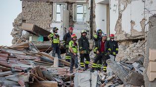 Des secouristes dans les ruines d'Amatrice (Italie), au lendemain du séisme meurtrier qui a secoué le centre du pays, le 24 août 2016. (IPA PRESS ITALY / SIPA)