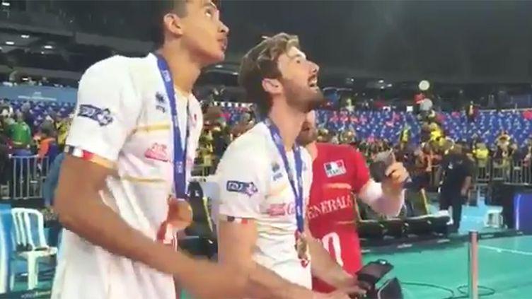 Julien Lyneel, Stéphen Boyer et Nicolas Rossard en pleine séance de vol juste après la victoire en Ligue mondiale