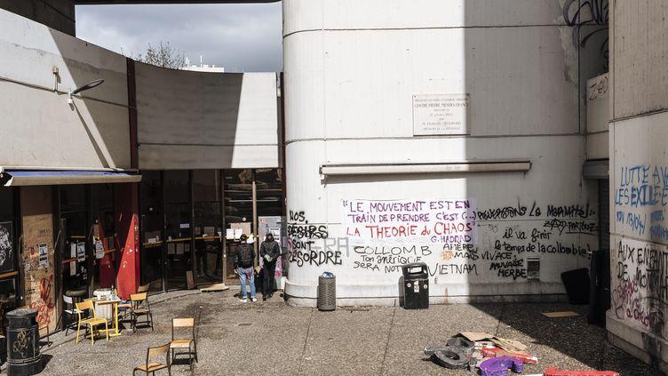La faculté de Tolbiac à Paris, occupée depuis le 26 mars 2018. (MAXPPP)