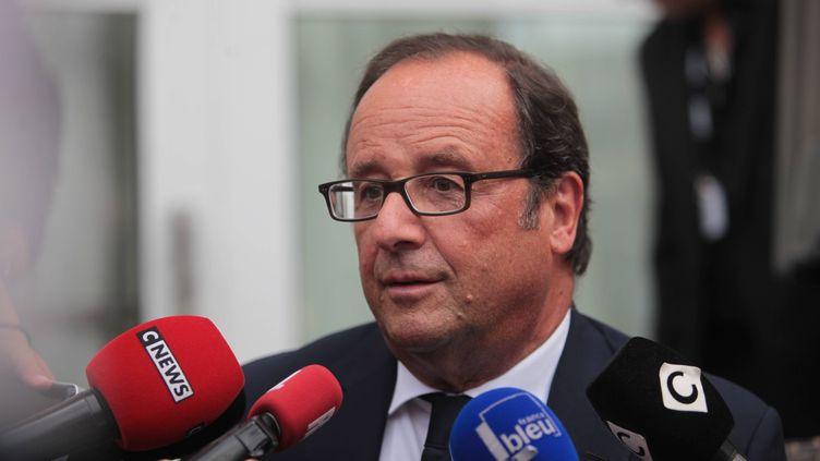 François Hollande répond aux journaliste à Angoulême, le 22 août 2017. (MAXPPP)
