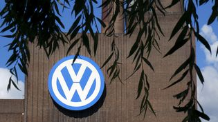 Le scandale a éclaté quand Volkswagen a admis en 2015 avoir triché lors de tests d'émission de ses véhicules. De nombreux autres constructeurs ont depuis été soupçonnés de faire de même. (SASCHA STEINACH / DPA-ZENTRALBILD)
