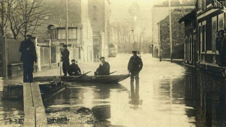 En janvier 1910, Paris connaît l'une des plus importantes crues de la seine de son histoire.