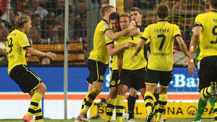 La joie des joueurs de Dortmund (PATRIK STOLLARZ / AFP)