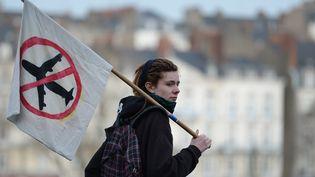 Une opposanteau projet d'aéroport de Notre-Dame-des-Landeslors d'une manifestation à Nantes (Loire-Atlantique), le 23 janvier 2016. (JEAN-SEBASTIEN EVRARD / AFP)