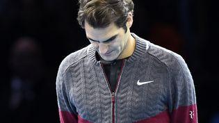 Le tennisman suisse Roger Federer annonce qu'il est forfait pour la finale du Masters de Londres, dimanche 16 novembre 2014, face au numéro un mondial Novak Djokovic. (DYLAN MARTINEZ / REUTERS)