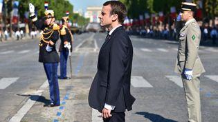 Emmanuel Macron sur les Champs-Elysées pour le défilé du 14-Juillet à Paris. (CHRISTOPHE ARCHAMBAULT / POOL)