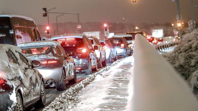 Un embouteillage près de Lille, tôt dans la matinée du 23 janvier 2019. (PHILIPPE HUGUEN / AFP)