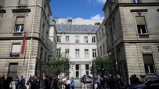 Le siège du Parti Socialiste, rue de Solférino, au lendemain du premier tour des élections législatives. (LIONEL BONAVENTURE / AFP)