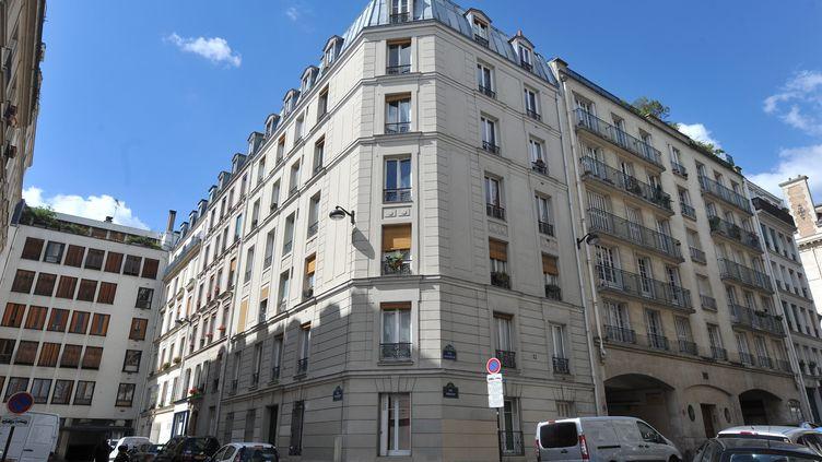Au 6, rue Pestalozzi, à Paris (5e), où a été retrouvé le corps d'un homme presque momifié, dans des vêtements de femme, le 28 août 2012. (YANN FOREIX / LE PARISIEN / MAXPPP)