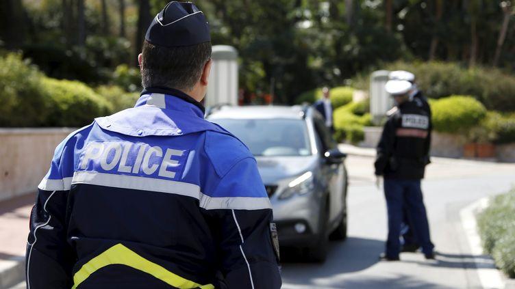 Un policier le 9 avril 2020 à Monaco. (MAXPPP)