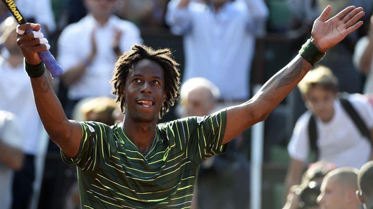 Gaël Monfils, après sa victoire lors du deuxième tour de Roland-Garros, mercredi 26 mai, à Paris. (DOMINIQUE FAGET / AFP)