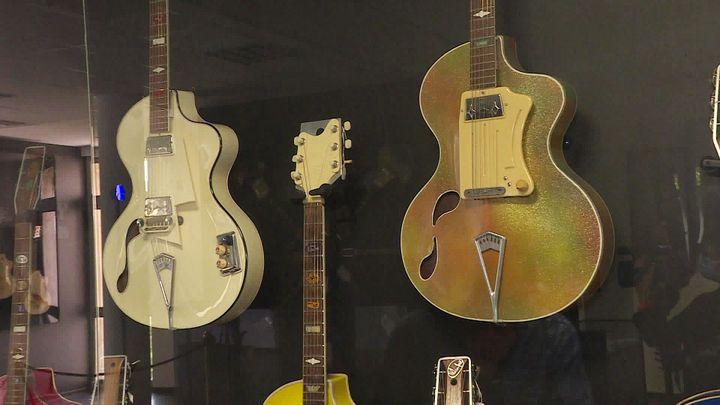 Guitaresinspirée par lescourbes de Brigitte Bardot (France 3 PACA)