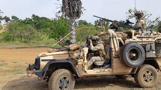 De opérateurs du 1er Rpima, lors d'un exercice en Côte d'ivoire, fin mars 2021. (FRANCK COGNARD / RADIO FRANCE)