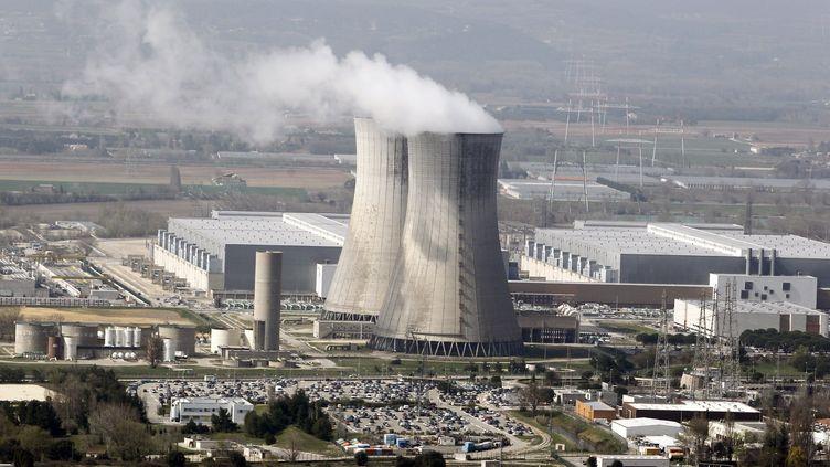La centrale nucléaire de Tricastin, à Pierrelatte, le 18 mars 2011. (GUILLAUME HORCAJUELO / EPA)