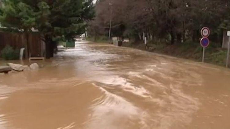 Capture d'écran - 19 janvier 2014,Roquebrune-sur-Argens, dans le Var sous les eaux ( FRANCE 2 / FRANCETV INFO)