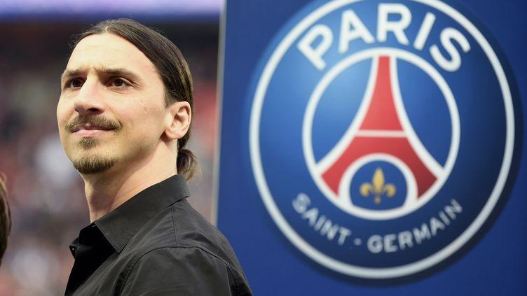 ZlatanIbrahimovic le 23 mai 2015 au Parc des Princes à Paris, lorsde la célébration du titre de champion de France remporté par le PSG. (JEAN MARIE HERVIO / DPPI MEDIA / AFP)