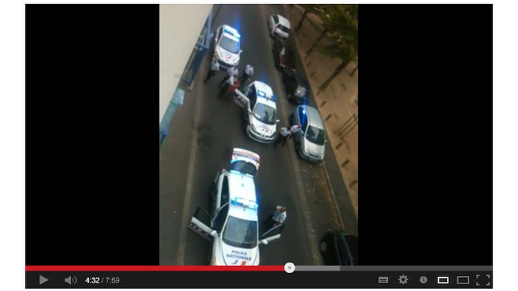 Capture d'écran de la vidéo d'une interpellation à Joué-lès-Tours (Indre-et-Loire), le 18 août 2013. (YOUTUBE)