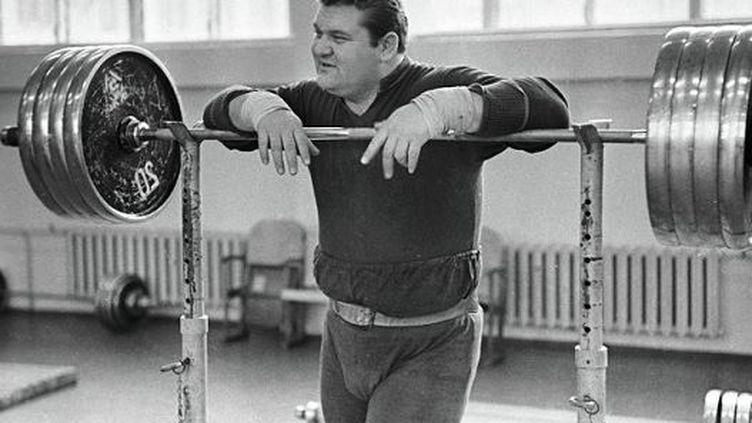 Leonid Jabotinsky, légendaire haltérophile ukrainien, est mort, jeudi 14 janvier, à Zaporijia (Ukraine). (Загадки истории (Mystères de l'histoire))