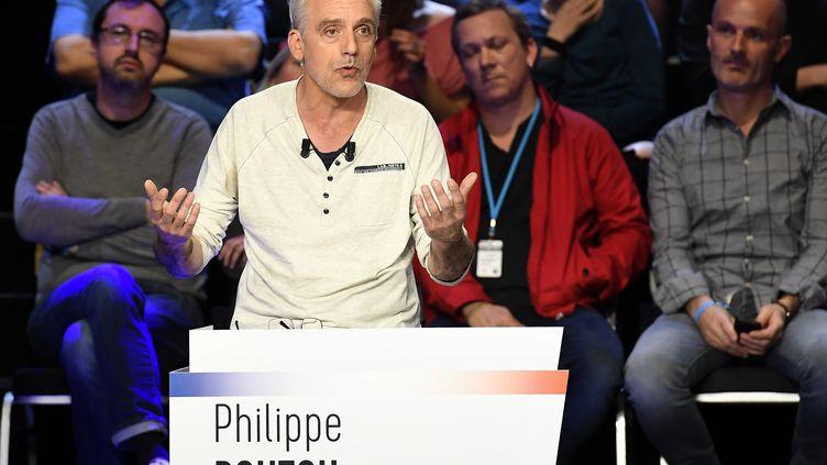 """Philippe Poutou, le 4 avril 2017, à La Plaine-Saint-Denis (Seine-Saint-Denis), lors du """"Grand Débat"""" entre les onze candidats. (LIONEL BONAVENTURE / AFP)"""