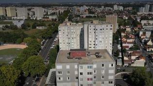 """Certaines cités s'adonnent au """"Clean challenge"""" dont le principe est de nettoyer les rues de la ville. (CAPTURE ECRAN FRANCE 2)"""