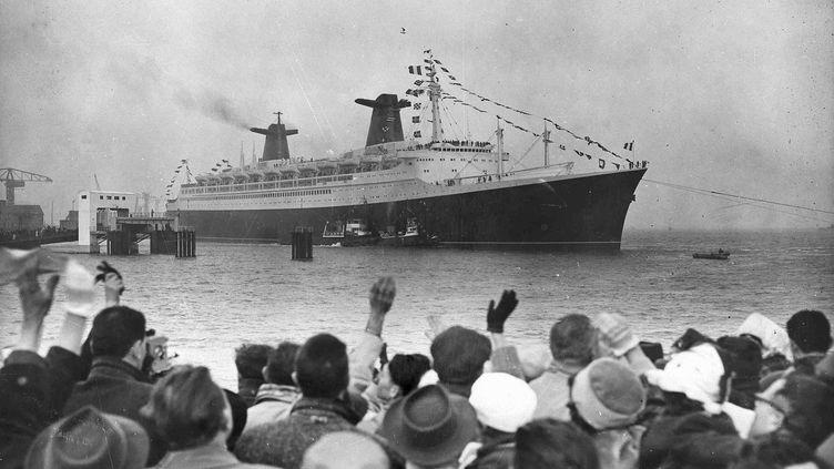 Le 11 mai 1960, le paquebot France était mis à l'eau à Saint-Nazaire devant plus de 100 000 spectateurs (Colllection Saint-Nazaire Agglomération Tourisme-Écomusée. Fonds Chantiers de l'Atlantique.)