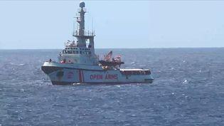 """Le navire """"Open Arms"""" au large de Lampedusa (Italie), le 15 août 2019. (AFP)"""