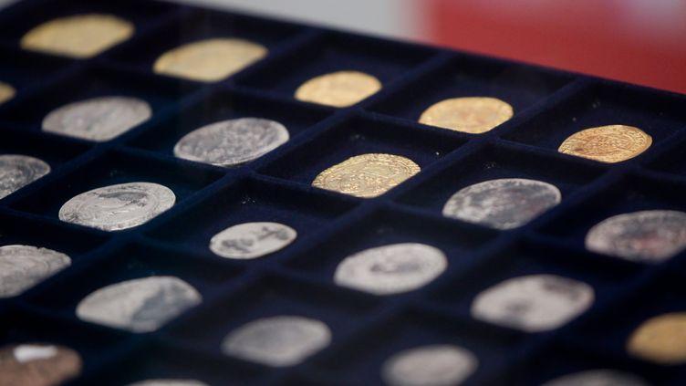 Les pièces decouvertes exposées par l'INRAP (JC TARDIVON / MAXPPP)