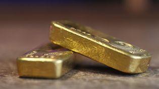 La nature du métal – or ou argent – des lingots déversés sur la piste n'a pas été précisée par les autorités russes. (THOMAS COEX / AFP)