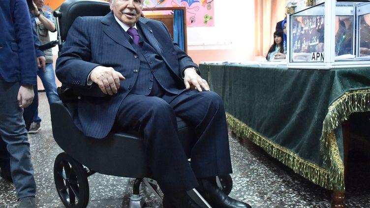 Le président algérien, Abdelaziz Bouteflika, lors des élections législatives, le 4 mai 2017 à Alger. (RYAD KRAMDI / AFP)