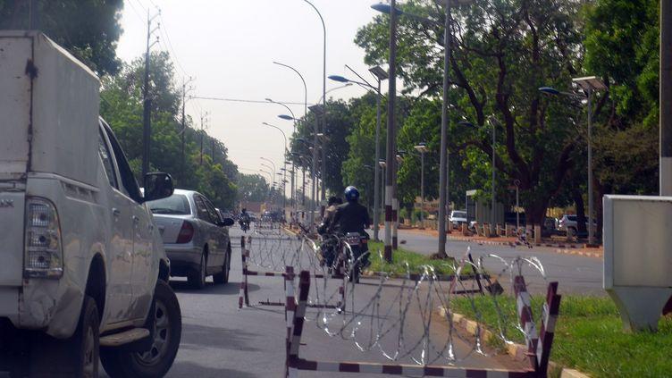 La zone de sécurité autour des ambassades à Niamey (Niger), le 4 juin 2013. (BOUREIMA HAMA / AFP)