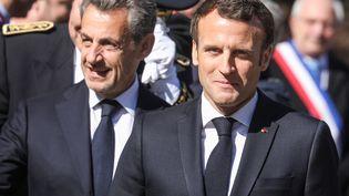 Nicolas Sarkozy (à gauche) et Emmanuel Macron (à droite) le 31 mars 2019 sur le plateau des Glières (Haute-Savoie). (LUDOVIC MARIN / AFP)