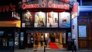 La façade du cinéma Les 5 Caumartin à Paris. (ABDULMONAM EASSA / AFP)