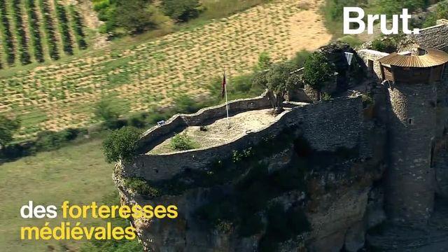 De la Lozère jusqu'à l'Aveyron. Villages à flanc de falaises, forteresses médiévales et cascades… Voici les Gorges du Tarn.