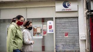 Une agence de Pôle emploi fermée pendant le confinement, à Paris, le 21 avril 2020. (HUGO PASSARELLO LUNA / HANS LUCAS / AFP)