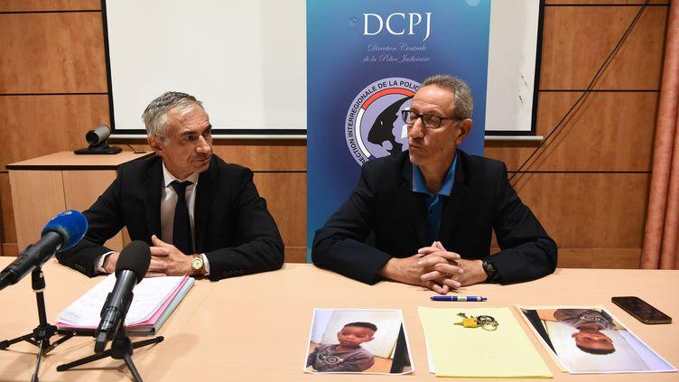 Le procureur de Marseille, Xavier Tarabeux, et le directeur-adjoint de la police judiciaire, Eric Arella, le 5 mai 2019 à Marseille (Bouches-du-Rhône). (BORIS HORVAT / AFP)