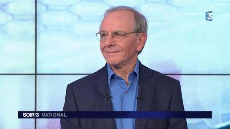 Axel Kahn, médecin généticien. (FRANCE 3)