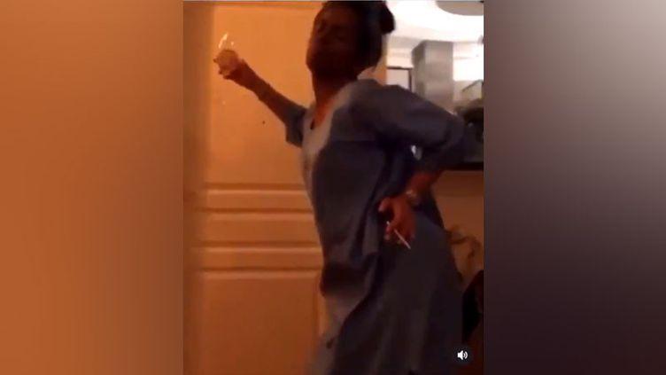 """Extrait d'une vidéo diffusée sur les réseaux sociaux de salariés du Slip français déguisés en Noirs (""""blackface""""). (CAPTURE D'ECRAN)"""