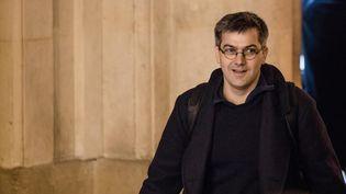 Julien Coupat arrive au tribunal de grande instance de Paris lors du deuxième jour du procès Tarnac, le 14 mars 2018. (AURELIEN MORISSARD / MAXPPP)
