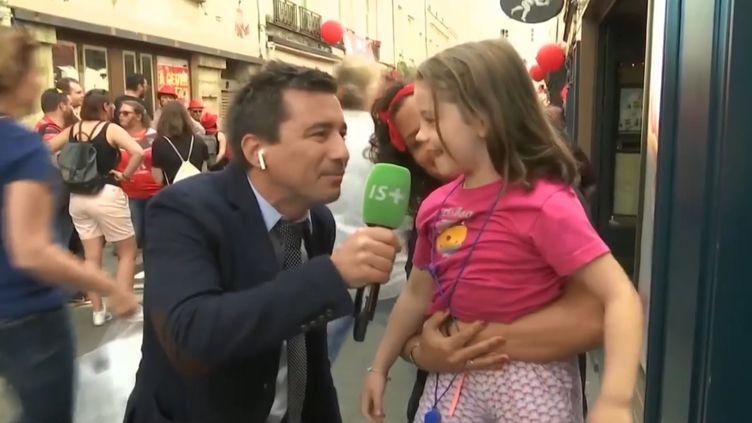 La petite Zoé, interviewée en direct sur Canal + le soir de la finale de Top 14 (vidéo postée sur le site internet de l'Aviron Bayonnais). (CAPTURE D'ECRAN / AVIRON BAYONNAIS / CANAL +)