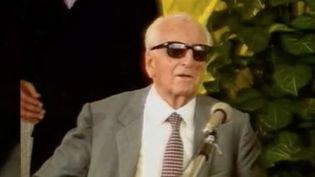 C'était le 14 août 1988, il y a 32 ans, Enzo Ferrari décédait. Il a laissé son nom à une marque emblématique du monde automobile. Firme qu'il a créée en 1947. Plus qu'un empire, Ferrari est devenue une légende. (FRANCE 2)