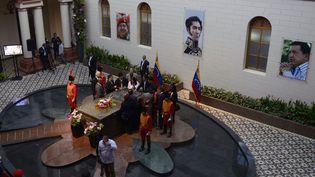 Vue générale de la tombe d'Hugo Chavez, située auCuartel de la Montana à Caracas (Venezuela), mercredi 5 mars. (LEO RAMIREZ / AFP)