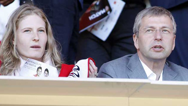(Le propriétaire de l'AS Monaco et milliardaire russe Dmitry Rybolovlev avec sa fille au Stade Louis II ©Maxppp)