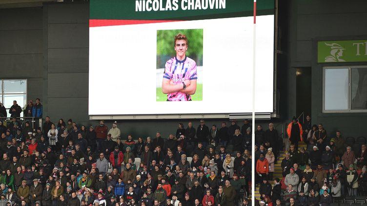 Hommage rendu àNicolas Chauvin avant un match de laCoupe d'Europe de rugby à XV, à Leicester, le 16 décembre 2018. (OLI SCARFF / AFP)