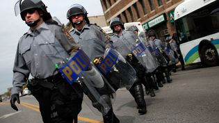 Des policiers anti-émeutes à Baltimore (Etats-Unis), le 1er mai 2015. (GETTY IMAGES NORTH AMERICA / AFP)