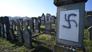 Des tombes du cimetière juif de Westhoffen (Bas-Rhin) ont été profanées, le 4 décembre 2019. (PATRICK HERTZOG / AFP)