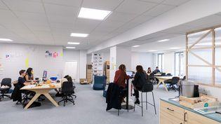 Un environnement de start-up, dans les locaux de Schoolab (MAXPPP)