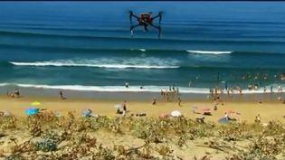"""Ce drone s'appelle """"Helper"""", pèse 5 kilogrammes, peut se déplacer à 50 km/h et est capable de larguer une bouée en quelques minutes. (FRANCE 2)"""