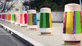Le Knit graffiti (graffiti urbain au tricot) de Magda Sayeg.  (Copyright © 2011 Magda Sayeg)