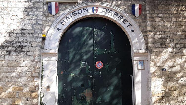 L'entrée de la maison d'arrêt de Compiègne,dans l'Oise. (VALENTIN DUNATE / RADIO FRANCE)
