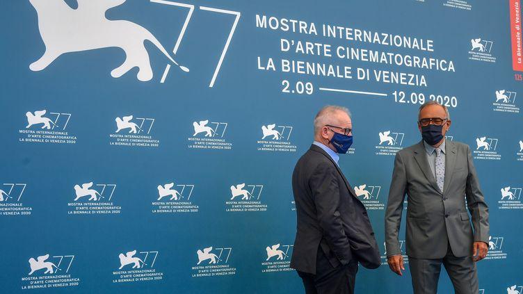 Thierry Fremaux (à gauche), directeur du Festival de Cannes, et Alberto Barbera, directeur du Festival du film de Veniselors de l'ouverture de la 77e éditionde la Mostra,le 2 septembre 2020. (TIZIANA FABI / AFP)